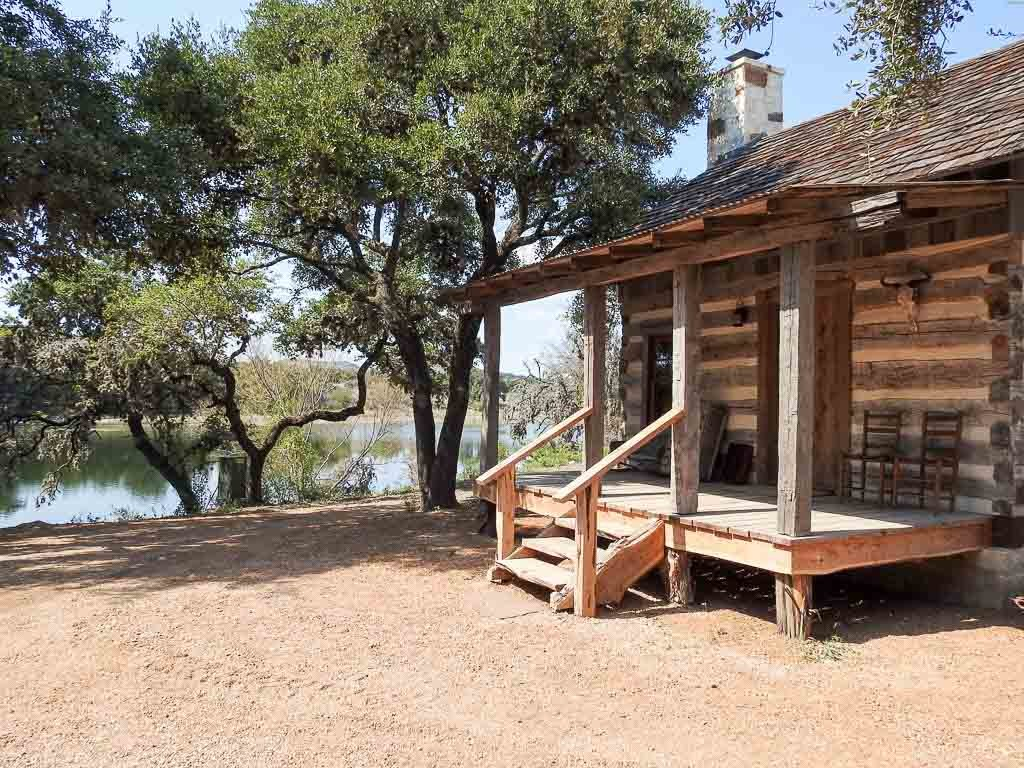 Bed Amp Breakfast Luxurious Antique Cabins Ox Ranch