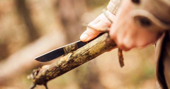 bushcraft making a spear