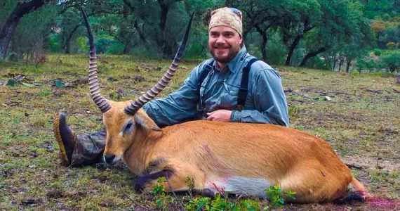 Red lechwe hunts
